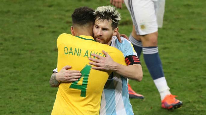 Messi y Mascherano arribaron a Belo Horizonte en avión privado de Neymar