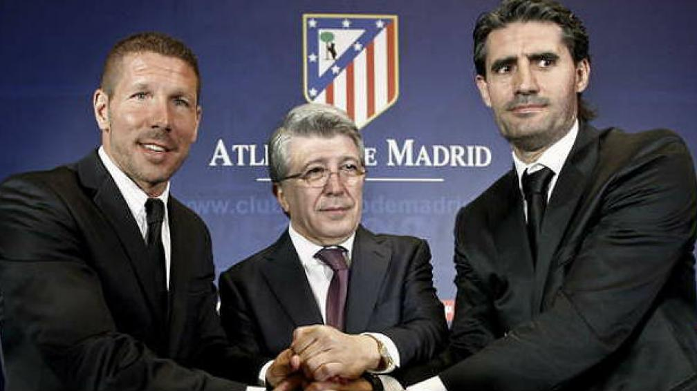 Simeone, Cerezo (el presidente) y Caminero en la foto oficial.