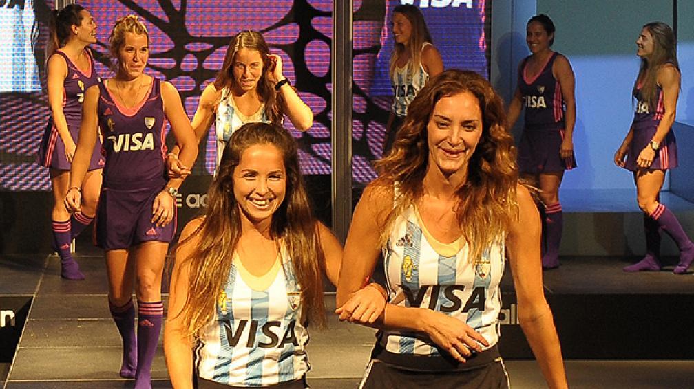Las nuevas camisetas de las Leonas: la violeta y la clásica. (Foto: Facebook).