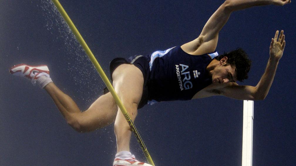 El santafesino Germán Chiaraviglio no consiguió saltar los 5.60 metros y se quedó fuera de los Juegos Olímpicos. (Foto: AP)