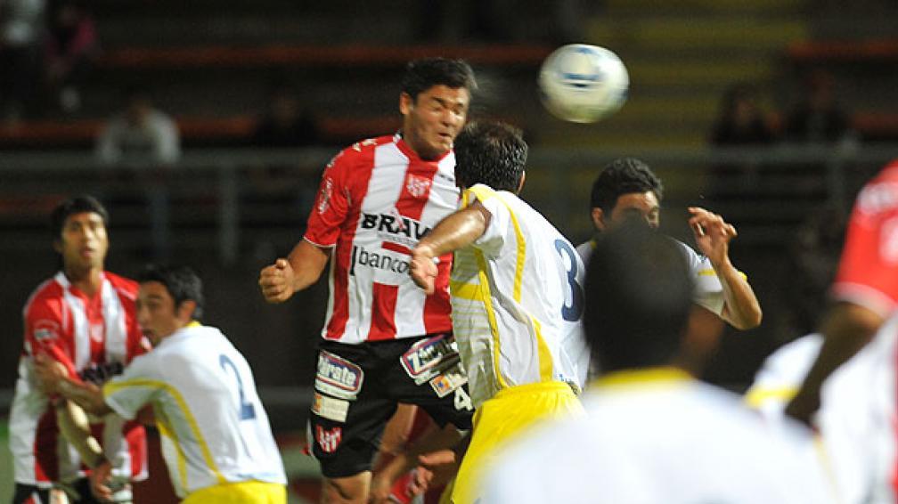 Instituto enfrentó a Policial con un equipo alternativo (Foto: Ramiro Pererya / Enviado especial).