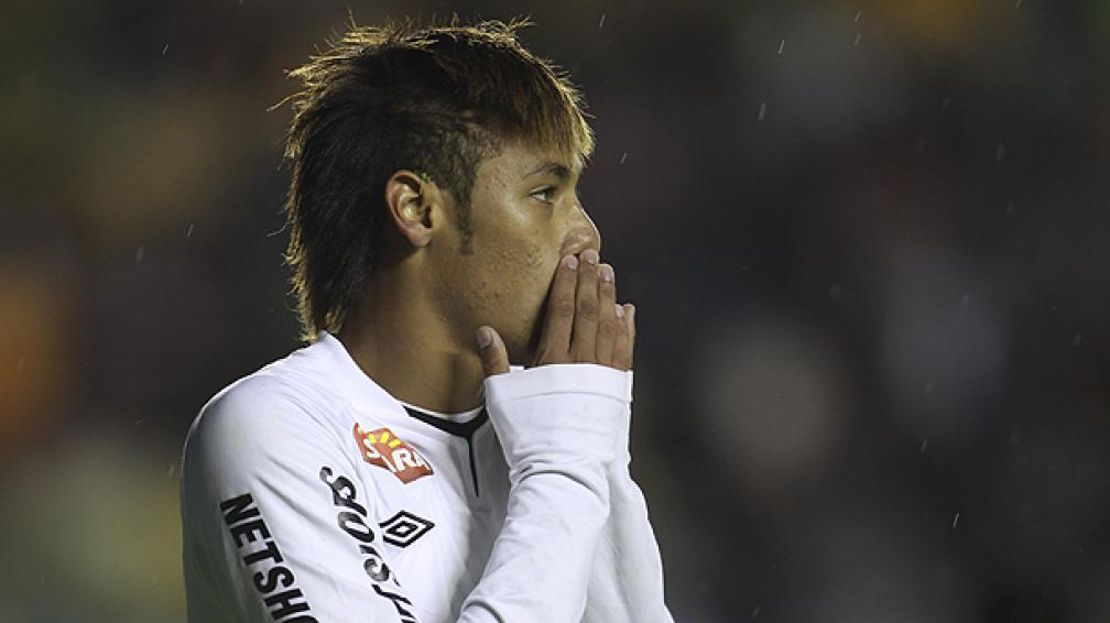 El Barcelona pagó por adelantado 14.5 millones de euros por el 25% del pase del Neymar. (Foto: AP)