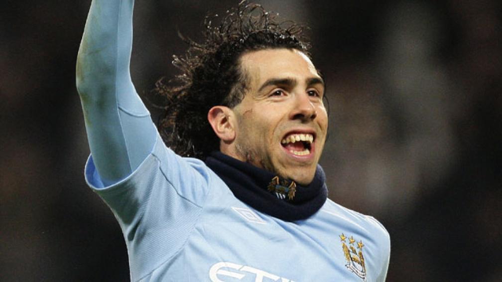 Carlitos es uno de los jugadores que acostumbra a usar bufanda durante los partidos en el Manchester City. // Foto
