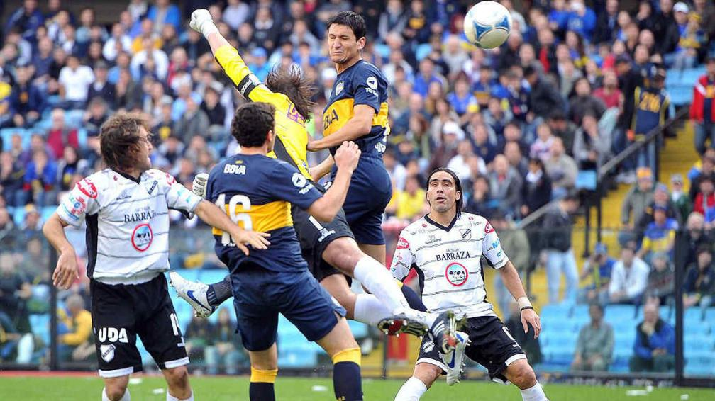 Guillermo Burdisso marcó goles en casi todos sus debuts. (Foto: Télam)