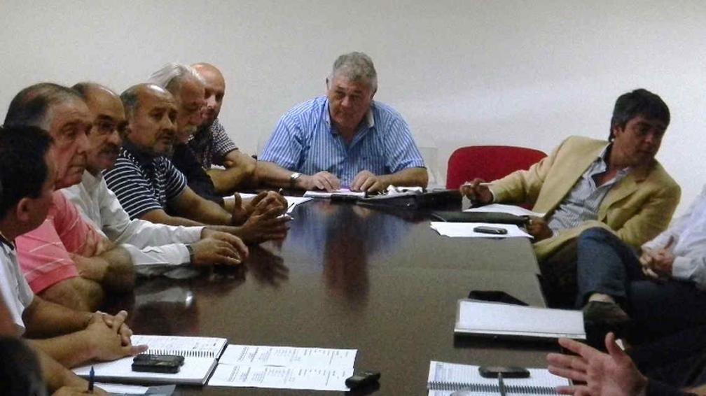 Emeterio Farías y el resto de los dirigentes cordobeses. (Foto: Agencia Cba Deportes)