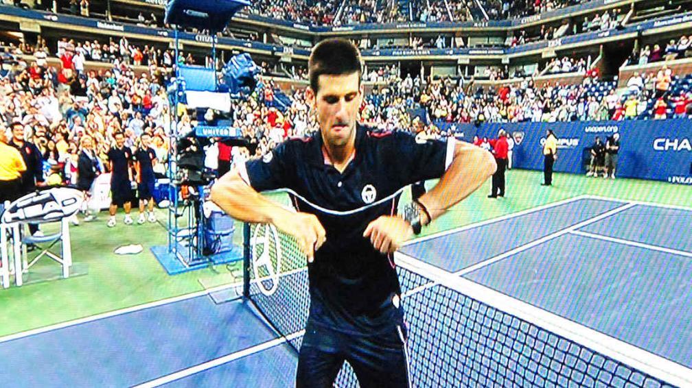 """Djokovic se movió al ritmo de """"El baile del caballo""""."""