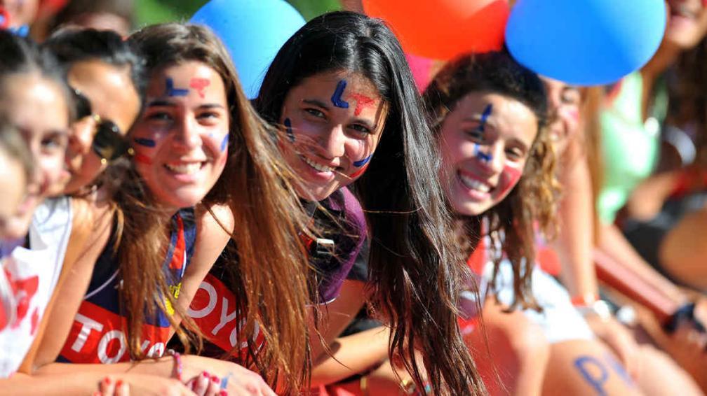 Las hinchas de La Tablada, felices por el viaje de las chicas (Foto: Archivo / La Voz).