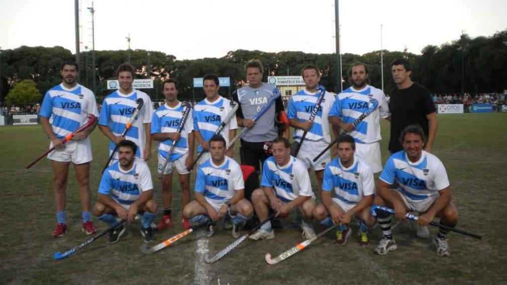 Pumas Leones, con el palo de hockey. (Foto: MSI Deportes)