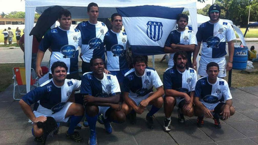 El equipo de Talleres Rugby, con jugadores de diferentes nacionalidades. (Foto: Facebook de Carlos César Pereyra)