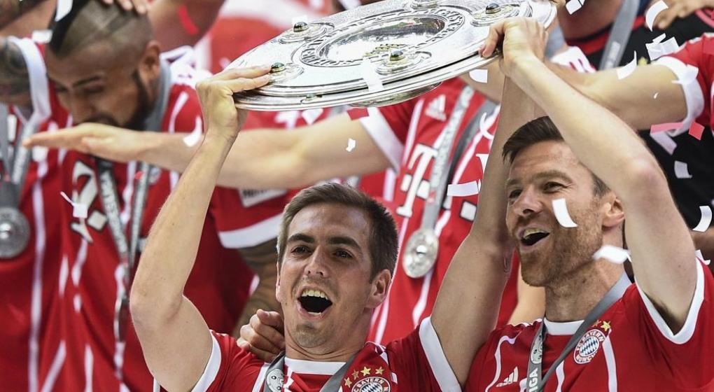 Alonso y Lahm se despiden celebrando el título 27 del Bayern