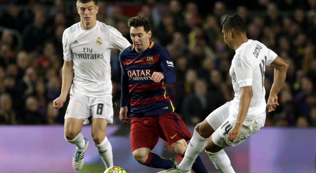 A qu hora juegan barcelona real madrid y qu canal for A que hora juega el real madrid