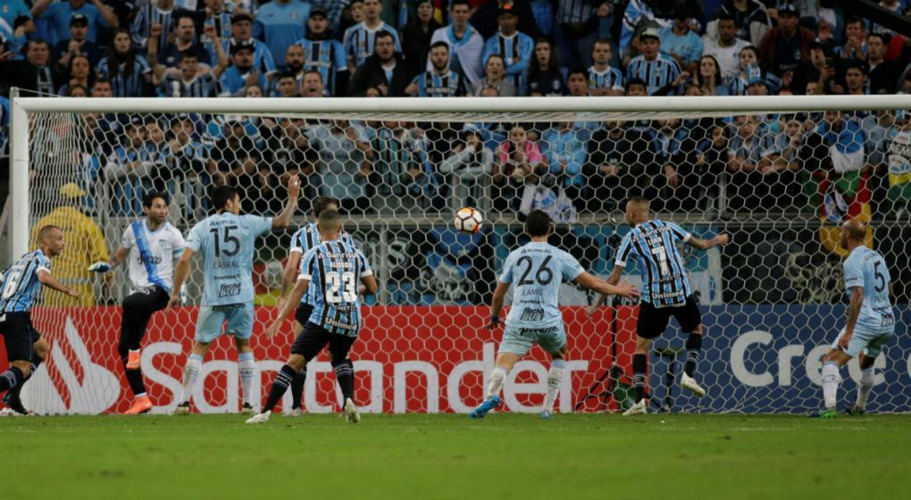 Sin hazaña para Atlético Tucumán en Porto Alegre
