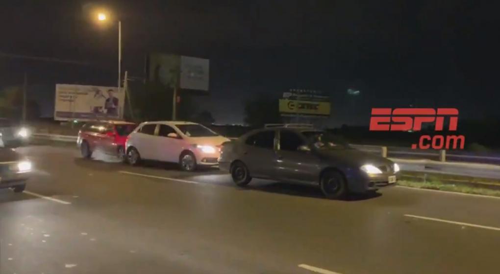 Increíble: la policía provocó un accidente de autos en la llegada de la selección argentina a Córdoba