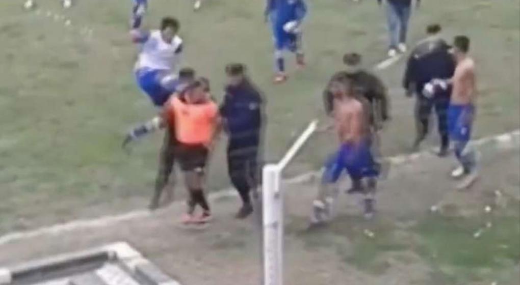 La brutal agresión contra árbitro en la liga salteña — Argentina