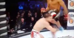 Tremendo KO con un rodillazo a la cabeza
