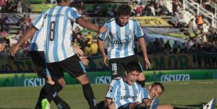 Lollo festeja su gol, el de la victoria ante Aldosivi (Foto: Télam).