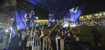Talleres festejó el ascenso con su gente. (Foto: Pedro Castillo y Martín Baez)
