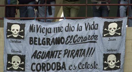 ¡Los trapos de la gente! Banderas que los hinchas de Belgrano tienen en el corazón