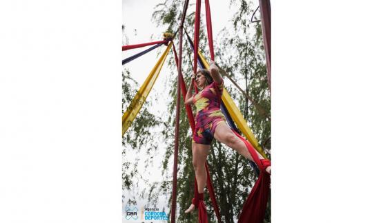 Las acrobacias en tela sumarán colorido a la propuesta de Alta Gracia (CBAX).