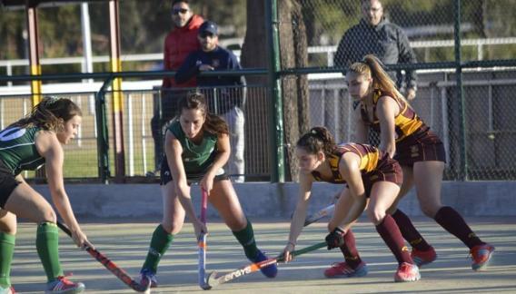 Las chicas de Palermo Bajo necesitaban una victoria y fueron contundentes: vencieron 3-1 a Barrio Parque. (Gentileza Edgardo Corrales)