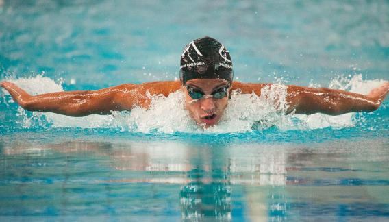 Santiago Bergliaffa nadará los 200 y 400 metros combinados. En ambas pruebas tiene el record argentino.