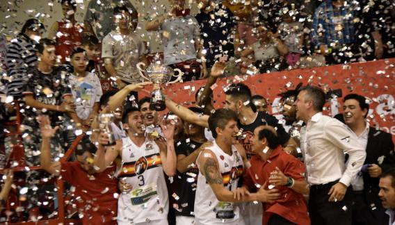 González y San Martín celebraron en Córdoba la obtención del Súper 20. Le ganaron la final a Instituto.