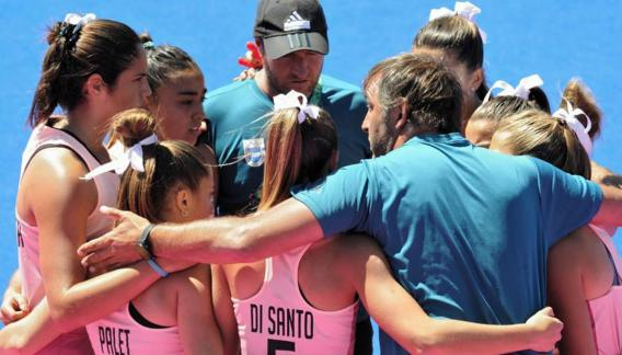 Unidas. Así se mostraron las argentinas para tener una primera ronda perfecta. (Prensa COA)