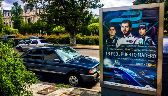 En Buenos Aires, la carrera se promociona con la imagen del cordobés. (Twitter)