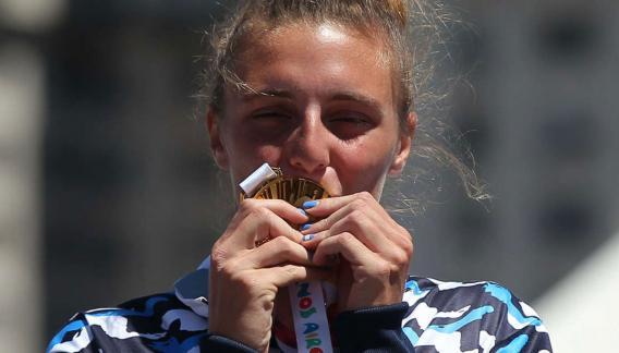 La medalla de oro y Sol Ordas. Una dupla que este miércoles emocionó a todos. (Buenos Aires 2018)
