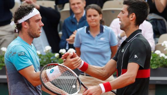 El italiano de 25 años eliminó al ex-1 del mundo, Novak Djokovic. (AP)