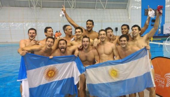 El seleccionado argentino masculino de waterpolo venció a Colombia en la final. (Prensa COA)