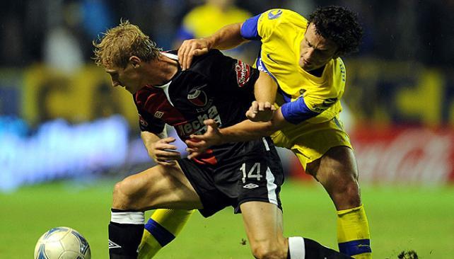 Silva se reencontró con el gol y le devolvió la punta a Boca. (Foto: Télam)
