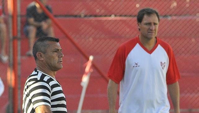 """Darío Franco y Carlos """"el Loco"""" Enrique: El fútbol en la sangre. (Foto: Sergio Ortega)"""