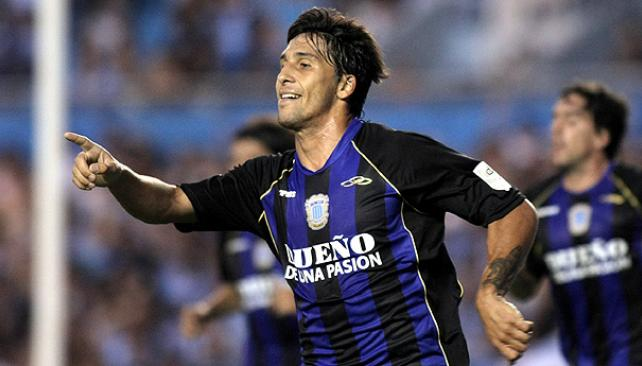 Lucas Castro festeja. Con dos goles, aporta para que Racing le gane a All Boys. (Foto: Télam)