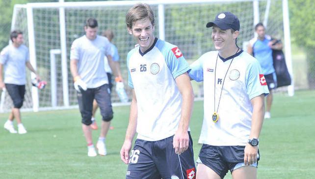 """Melano junto al """"profe"""" Hernán Castex, en un entrenamiento de Belgrano. (Foto: LVI)"""