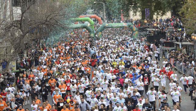 Prueba superada. La convocatoria duplicó el número de inscriptos del año pasado y 7 mil personas corrieron en la ciudad. // Fotografía: Pedro Castillo