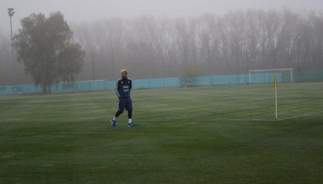 Messi ya se entrena en el predio de Ezeiza con la ropa de la selección argentina. (foto: @argentina)