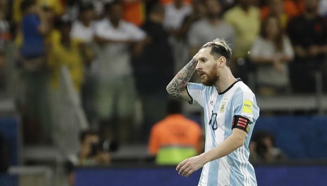 Brasil humilla en casa a una Argentina que se aleja del Mundial