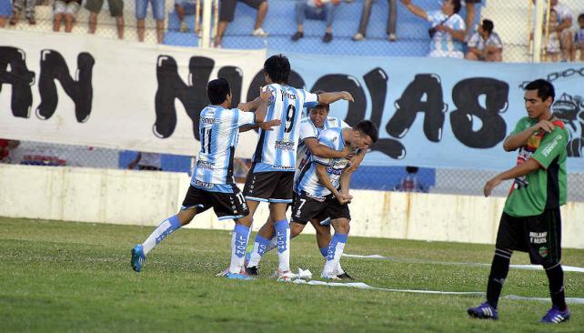 Racing Cba le ganó a Argentino Peñarol y terminó como líder de la Zona 14