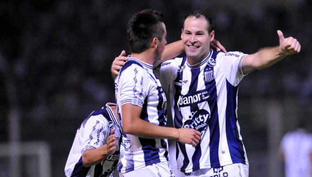 Talleres le ganó a Sarmiento con goles Carabajal, Tevez y Álvarez. (Foto: Martín Baez)