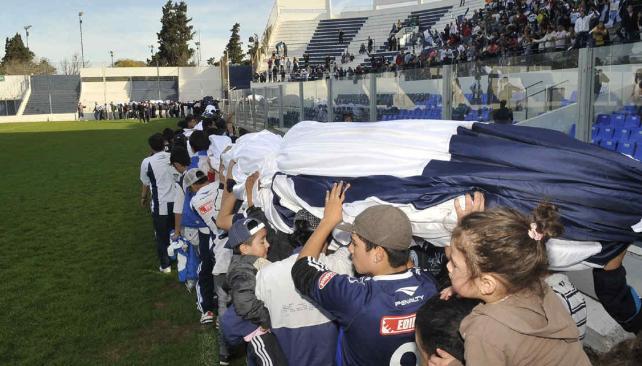 El telón de Talleres, que ya está en Córdoba, será estrenado el 11 de octubre (Foto: La Voz).